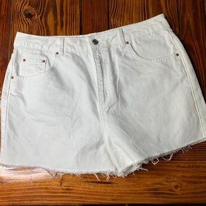 TOPSHOP high rise raw hem white denim shorts sz 10